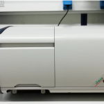 Spectrofluorometer with liquid and solid sample holder
